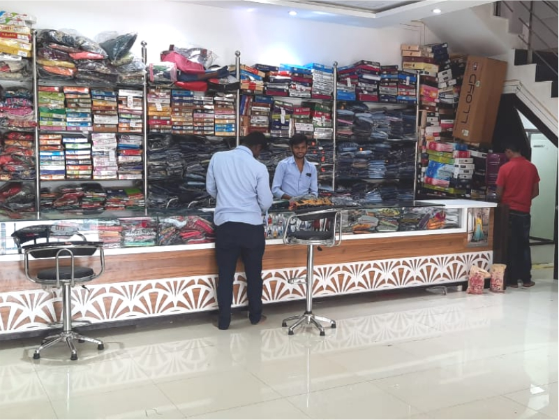 best-fashionable-clothes-in-adarsh-cloth-center